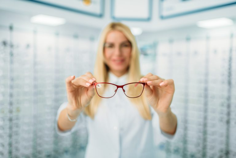 How to handle eyeglass lenses with Anti-reflective coating